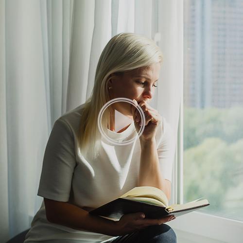 rezar-biblia-oracao_PALYOFF