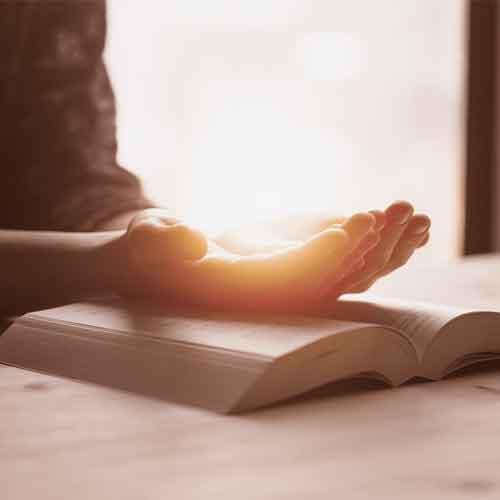 rezar-maos-biblia-coracao_quadrado