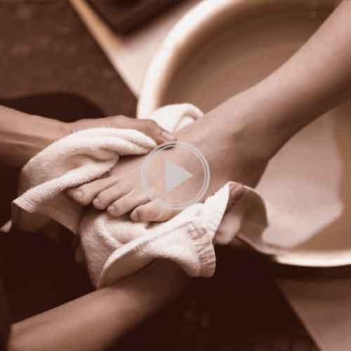 lavar-pes-quinta-feira-santa_PlayOFF